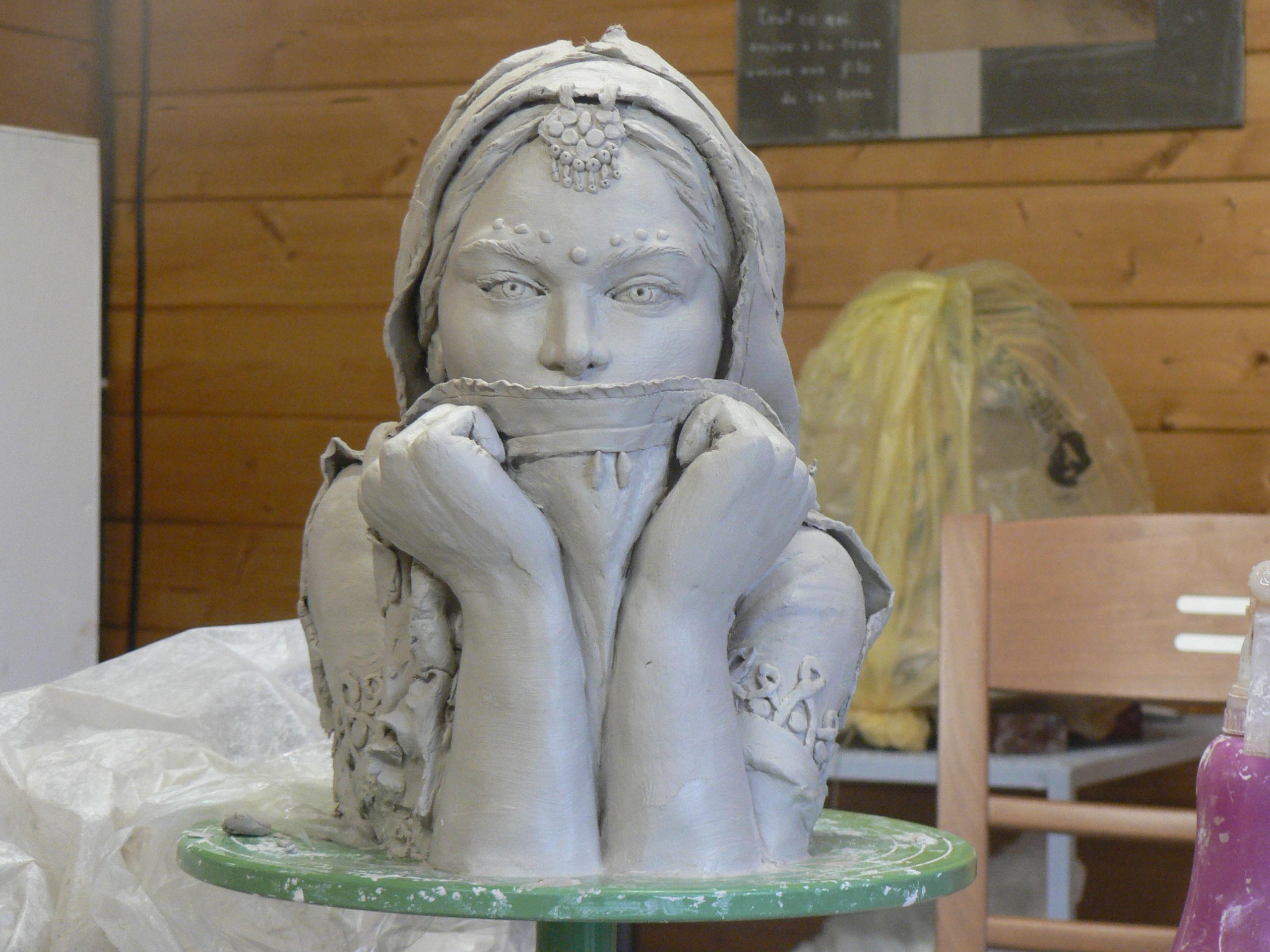 Top Archives du Blog » sculpture argile (femme hindoue) XM23